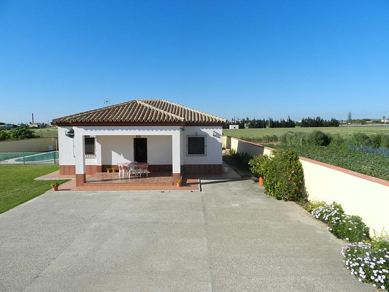 Casa caluchi conil casa de campo con piscina en conil de for Casas con piscina jerez de la frontera